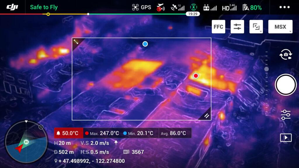 Imágen térmica del Mavic 2 Enterprise Dual con área de temperaturas