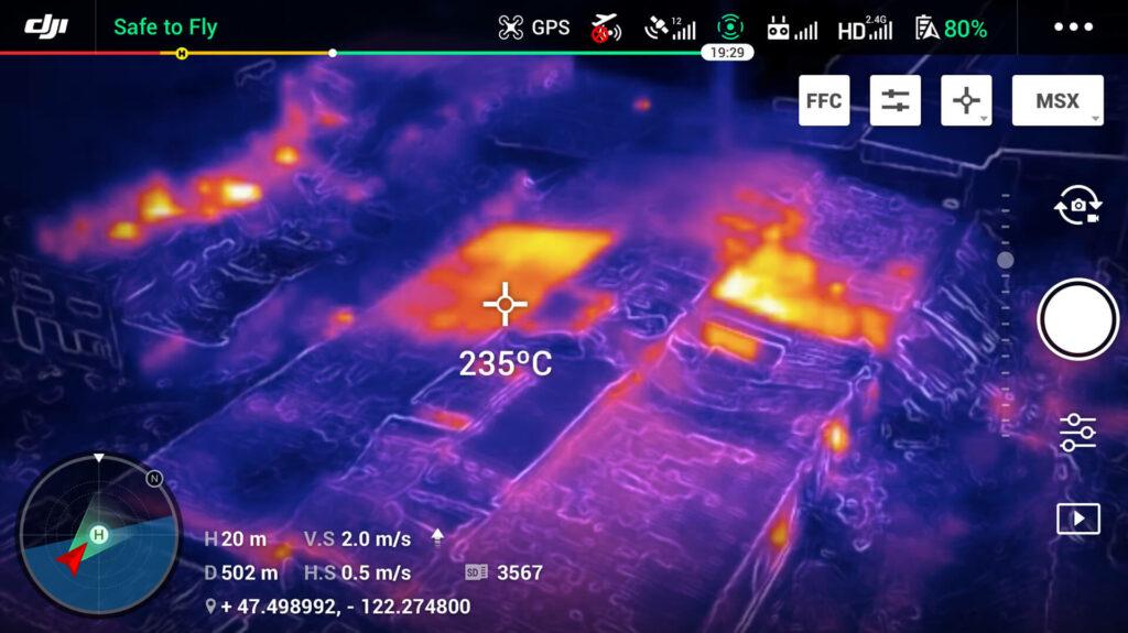 Imágen del mavic 2 Enterprise Dual con punto central de temperatura