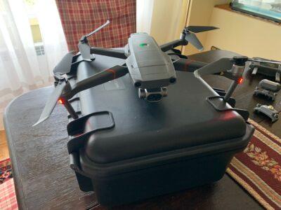 Mavic 2 enterprise dual encima de la maleta